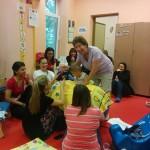 Практическа демонстрация с участниците по време на въвеждащият Бобат курс в Карин дом