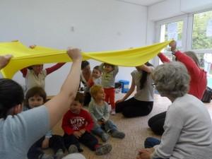 Всички играем заедно - гимнастика и игри за бебета и деца във Варна - Карин дом