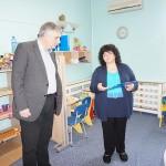 Министър Ивайло Калфин разглежда Карин дом със Звезделина Атанасова, Директор Център професионално обучение Карин дом