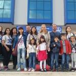 Децата от отбора на Карин дом с техните родители и организаторите на събитието