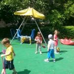 На детската площадка в Карин дом