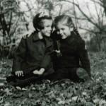 На снимката Карин със сестра си Фелиция